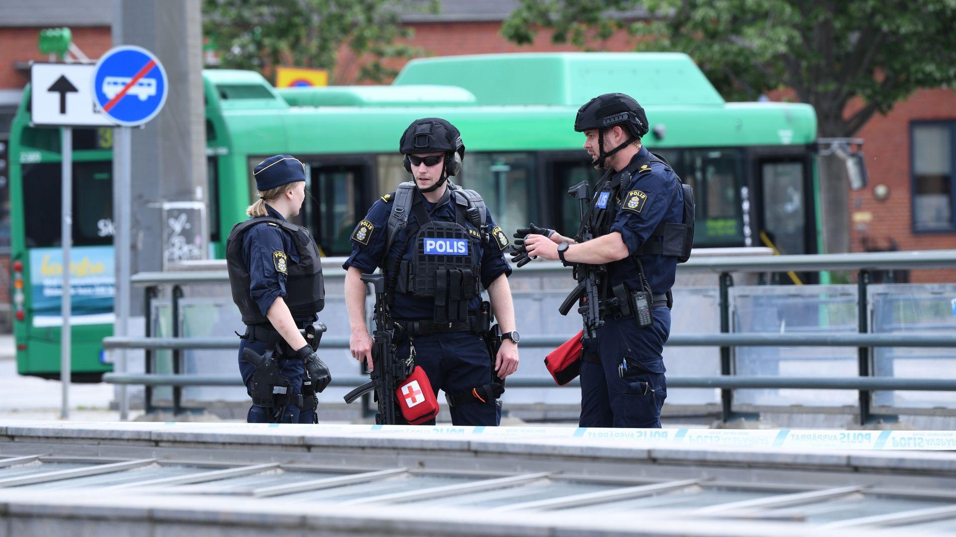 """Шведски полицаи простреляха мъж на жп гара, крещял """"Имам бомба"""""""