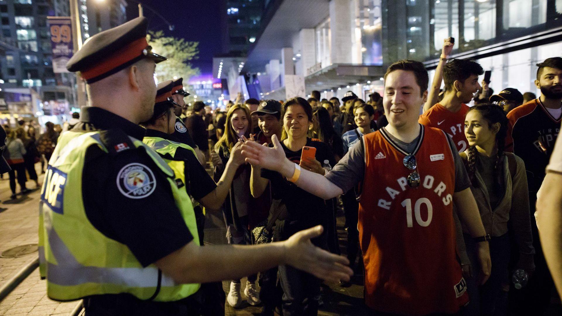 Град Торонто се побърка напълно преди историческия шампионски мач