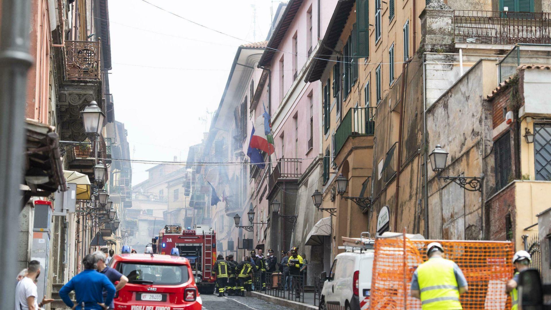 Деца и кмет ранени при газова експлозия в градче до Рим (видео)
