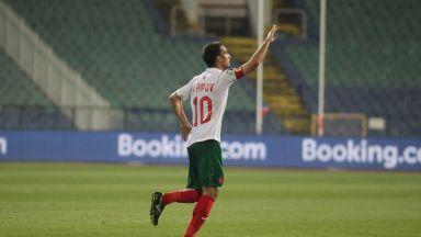 Капитанът Попов се отказва като №5 по мачове в историята