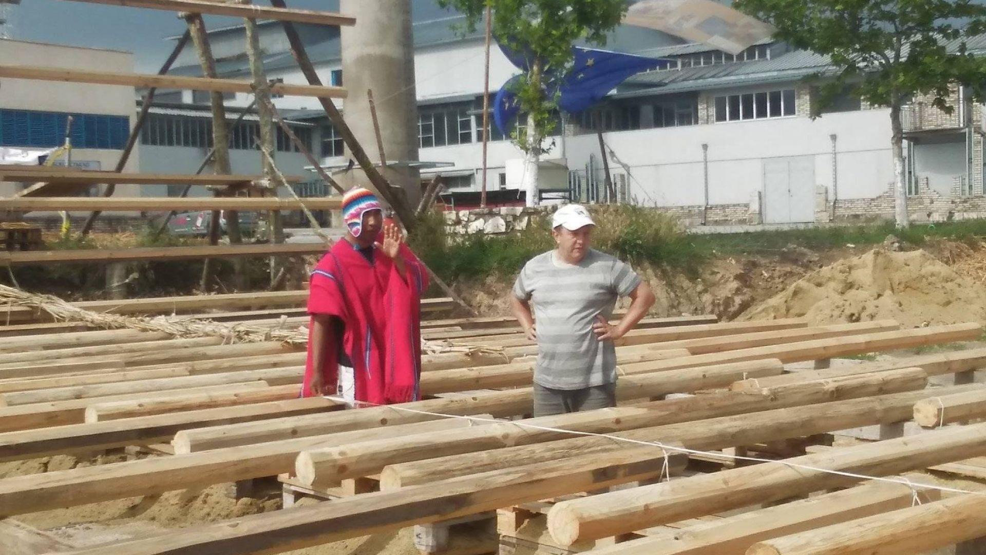 Индианци строят тръстиков кораб в Белослав за експедиция през три морета