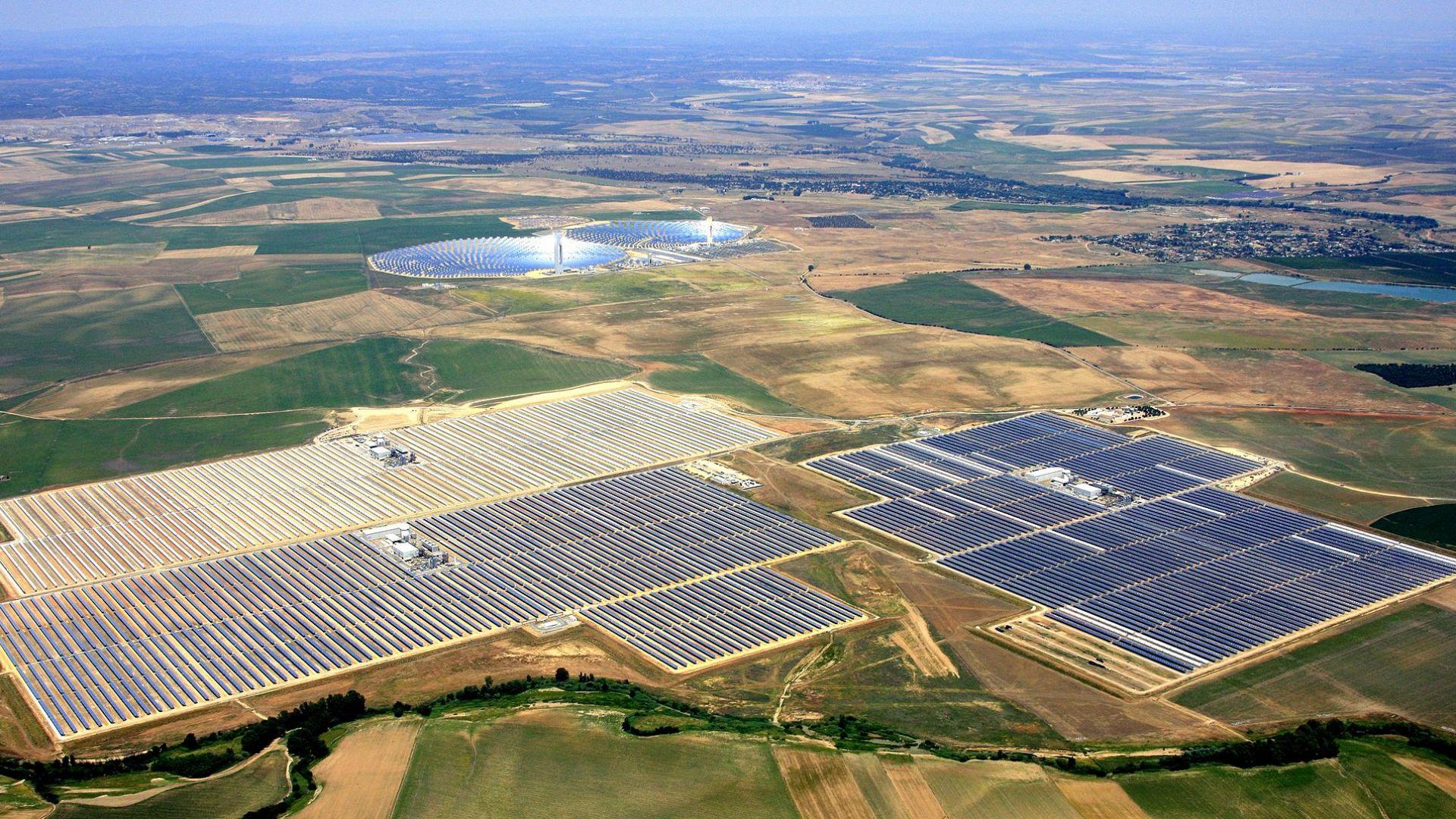 Facebook изгражда огромен соларен проект