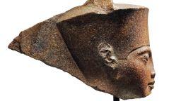 Египет се опитва да спре търга на скулптура на Тутанкамон в Лондон
