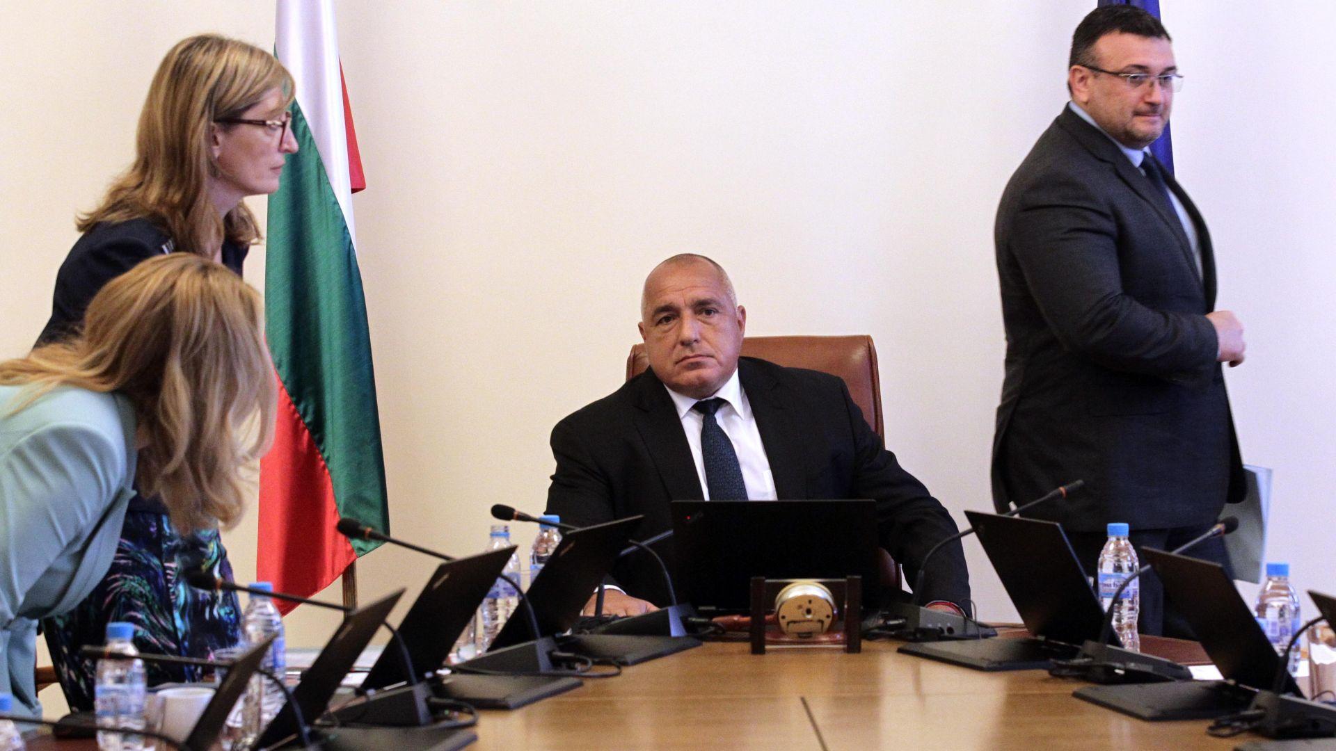 Правителството реши да обяви участък от републиканския път Брезово -