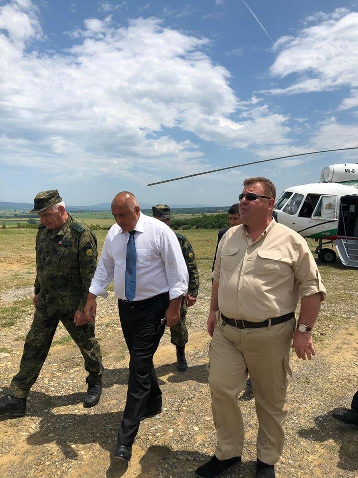Военният министър Красимир Каракачанов придружи премиера
