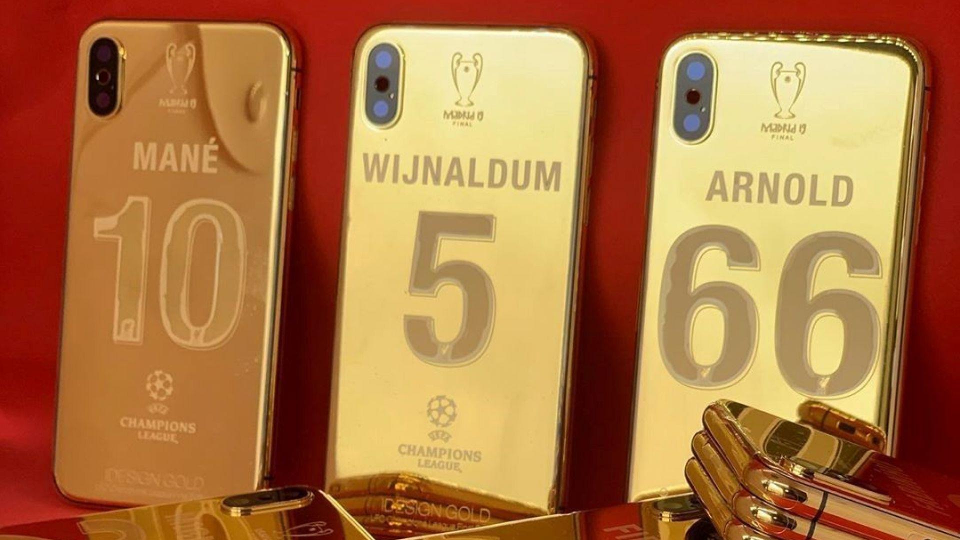 """Ръчно изработени """"златни"""" телефони за шампионите от Ливърпул"""