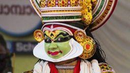 Митични същества, зрелищни танци и пищни костюми от Азия завладяват София