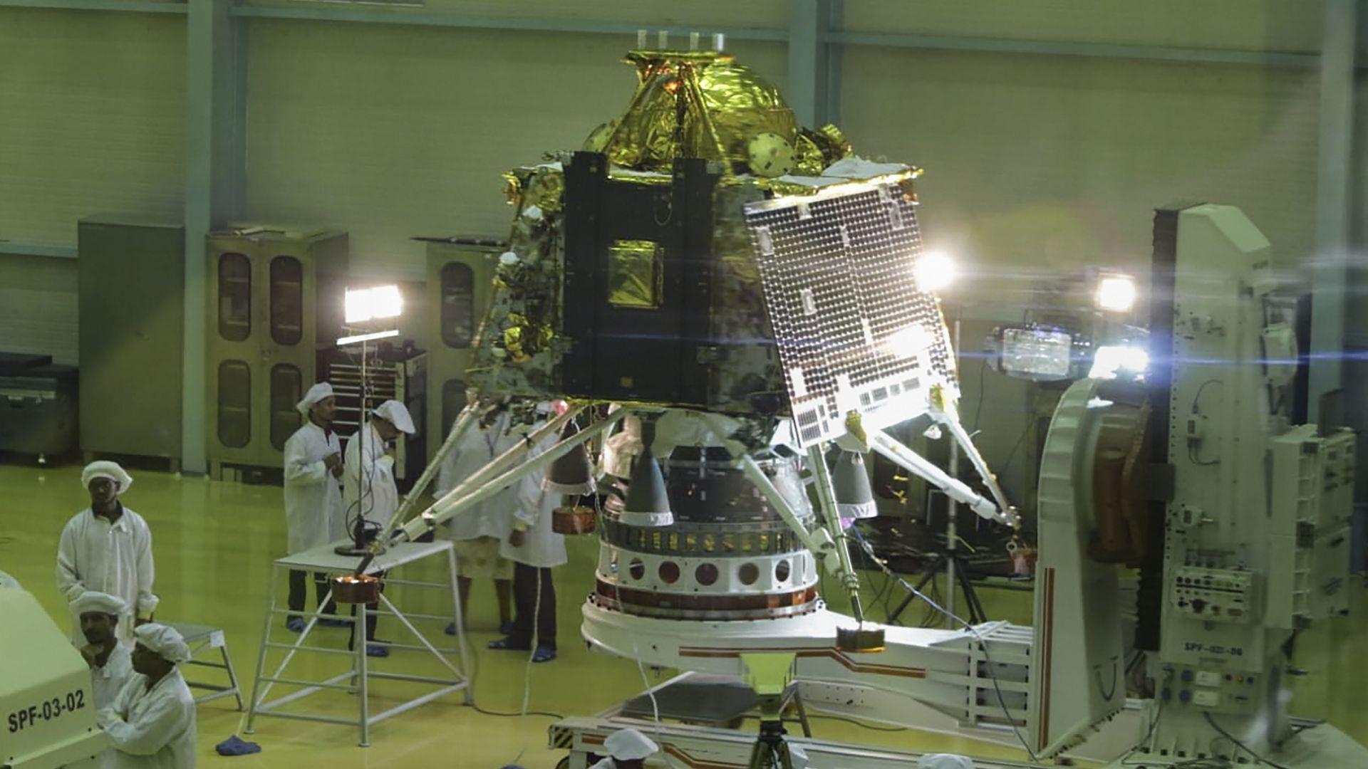 След месец Индия се отправя към Луната