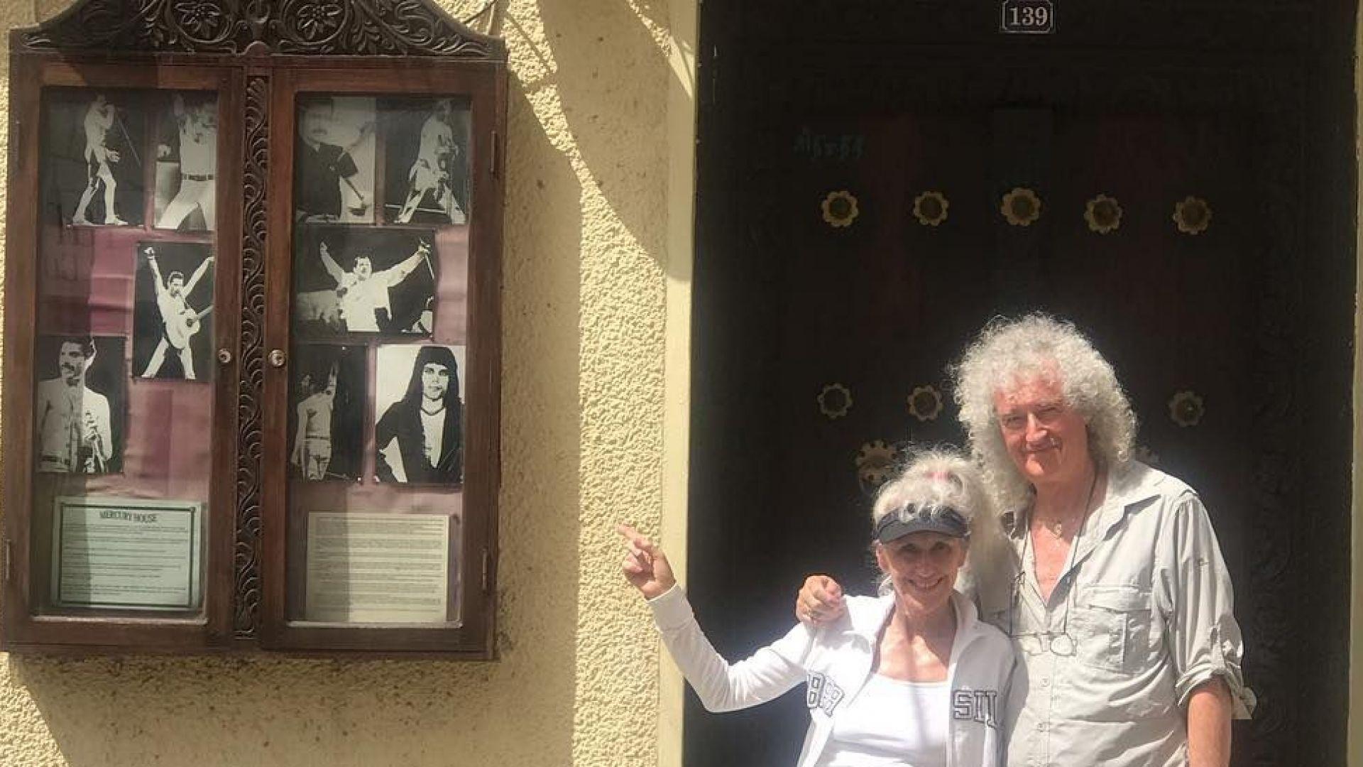 Брайън Мей посети дома на Фреди Меркюри на Занзибар
