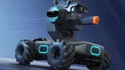 Робот във вид на танк стимулира програмирането