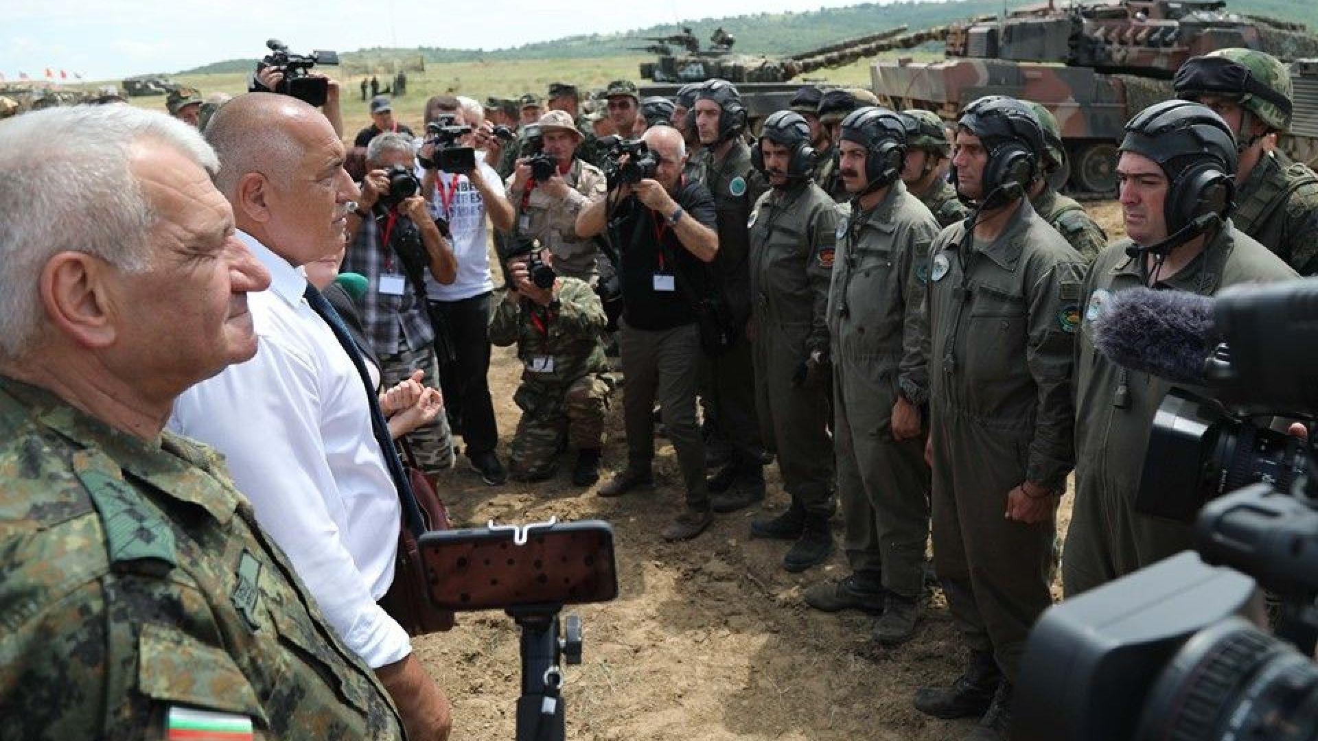 Борисов гледа бойни стрелби в Шабла и писа отличен на ракетните войски и ВВС