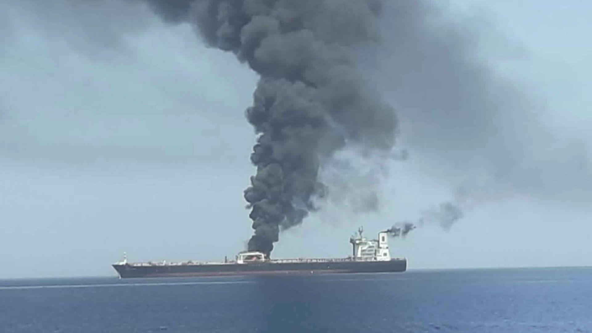 Външно: Няма българи в екипажите на атакуваните край Оман танкери