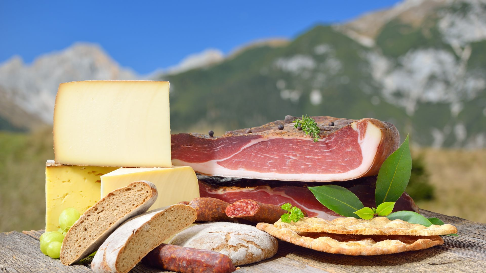 НАП-Бургас продава германски салами и кашкавали