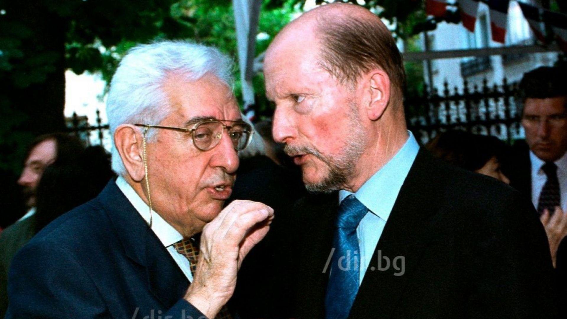 Гиньо Ганев и Симеон II на 14 юли 2001 г. във френското посолство