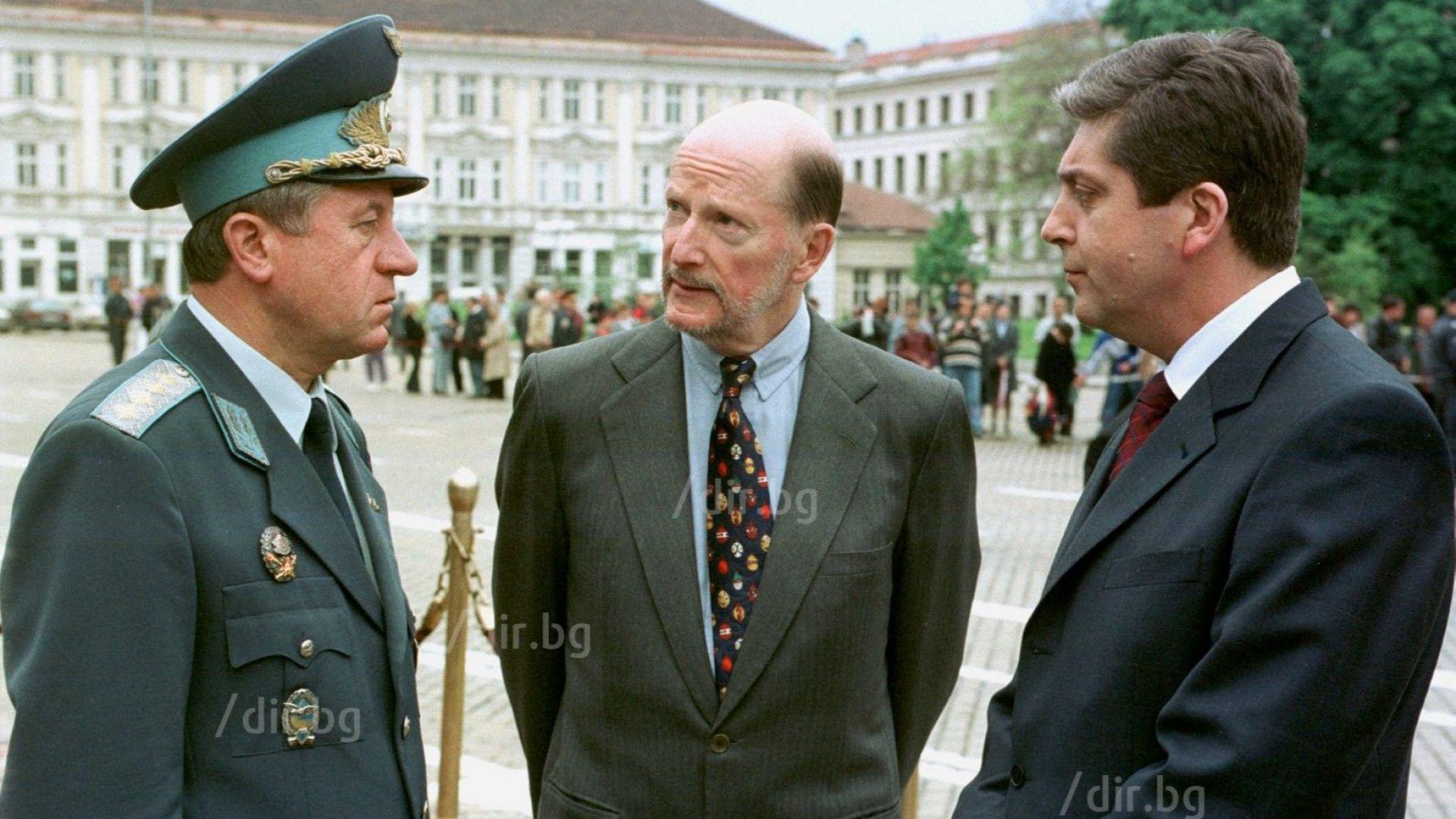 Парадът за Гергьовден - май 2002 г.