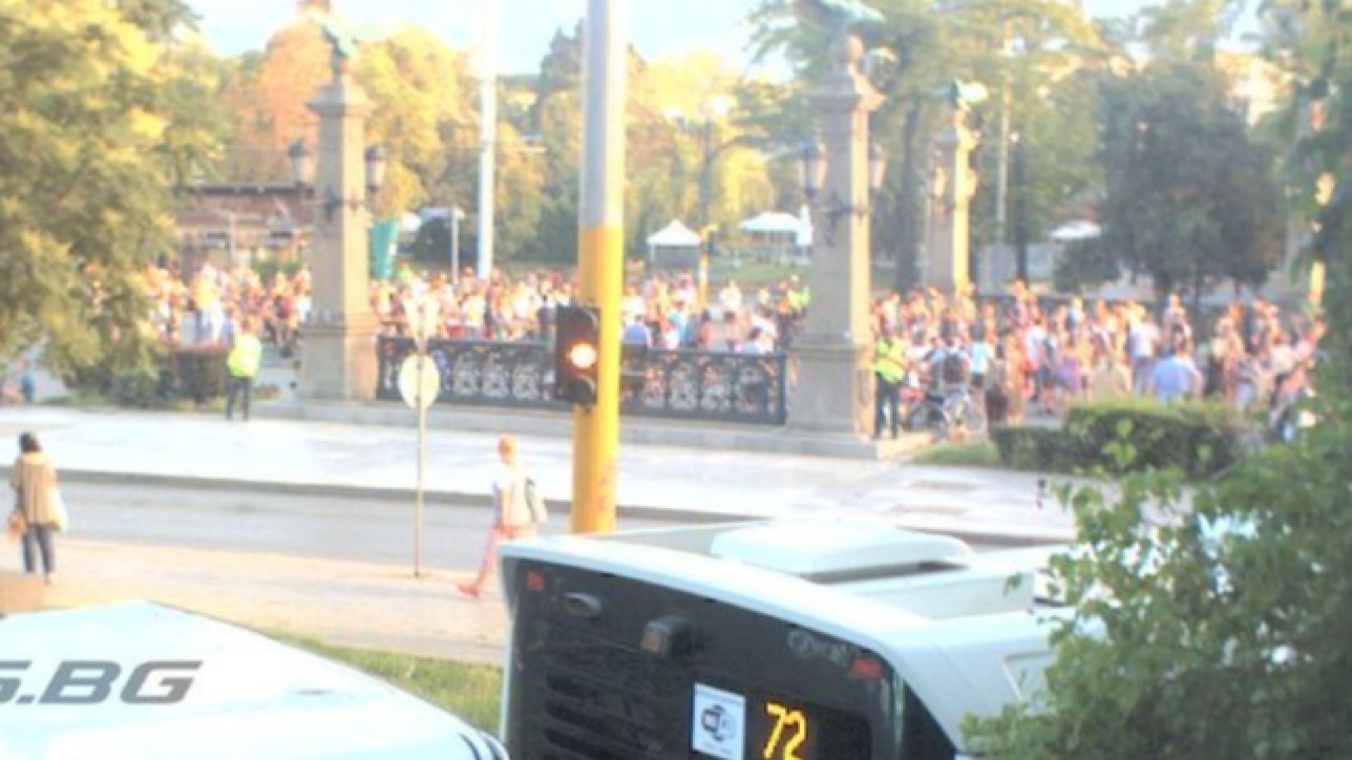 Нерегламентиран протест блокира Орлов мост (обновена)