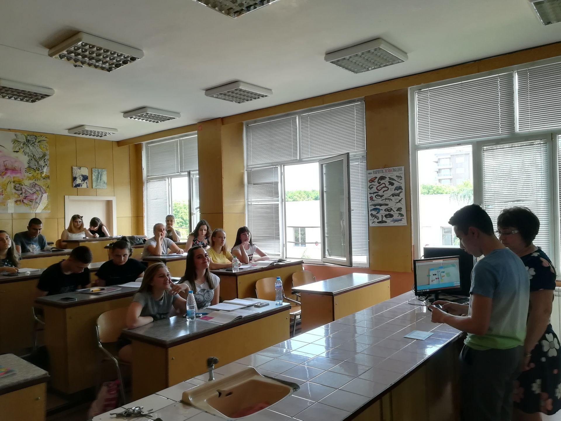 Чрез Smart Classroom AR успешно се затвърждава предадения материал