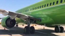 Пътнически самолет закачи пистата с опашката си в Краснодар (видео)
