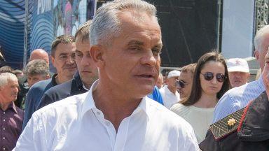 Водачът на демократите в Молдова напусна страната
