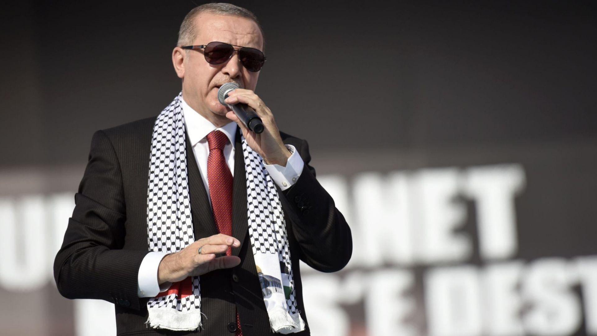 В гневен тон отговори турският президент Реджеп Тайип Ердоган на