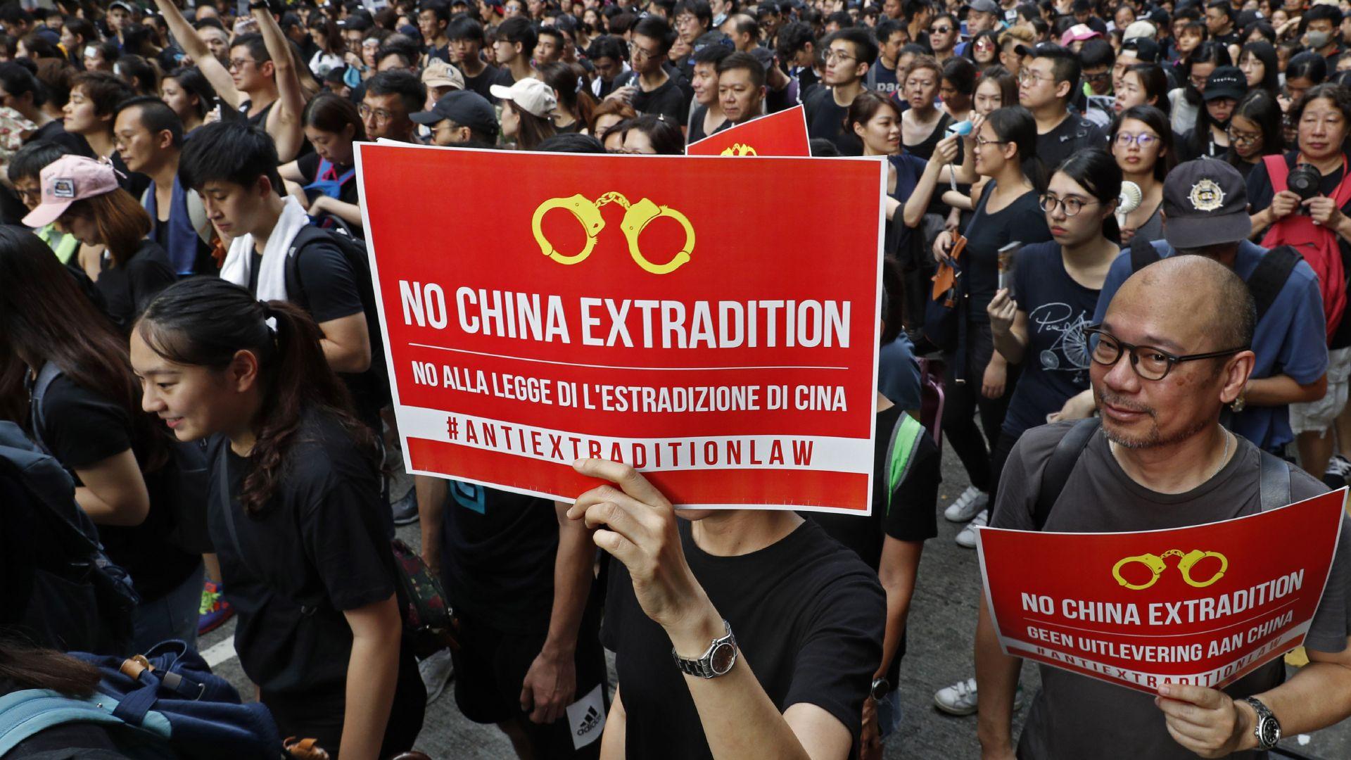 Десетки хиляди души се събраха днес в Хонконг, където явно