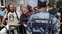 Демонстрация срещу полицейския произвол събра едва 1600 души в Москва (снимки)