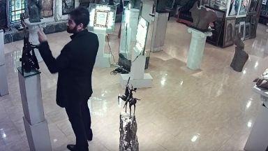 Окрадоха Ставри Калинов пред охранителна камера (видео)