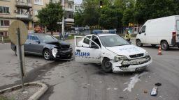 Шофьор мина на червено и блъсна патрулка в Шумен