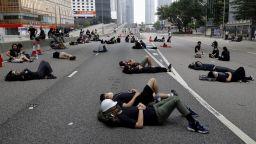 Хонконгската полиция започна да прочиства улиците от протестиращи