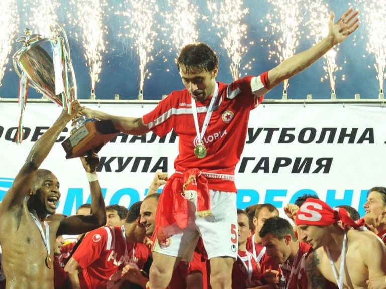 ЦСКА и Левски в топ 30 на най-титулуваните клубове в света (галерия)