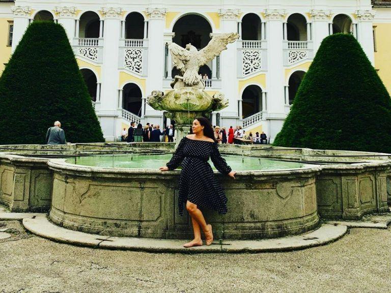 Бременната прима Соня Йончева посети австрийски манастир