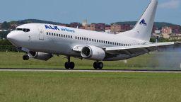 Силна турбуленция в самолет на българска компания, има ранени (обновена)