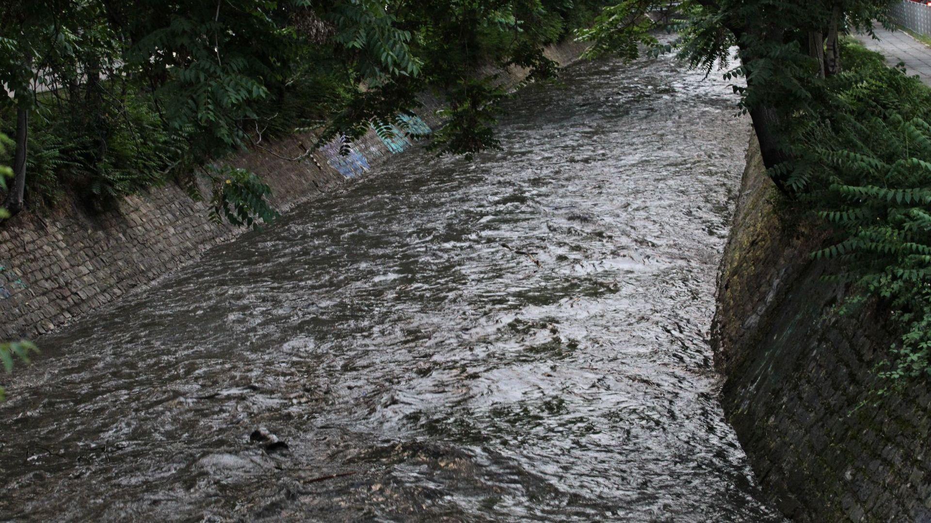 Значително се е повишило нивото на Перловската река по протежението