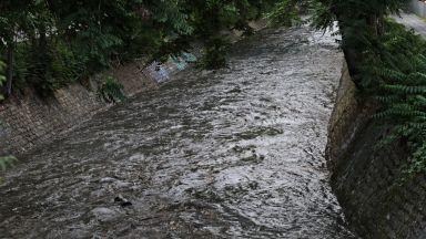 Дъждът в София вдигна нивото на Перловската река