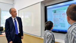 Вълчев предлага 113 да са новите  иновативни училища за учебната 2019/2020 година