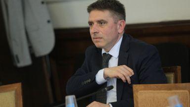 Болничен отлага уволнението на шефа на затворите