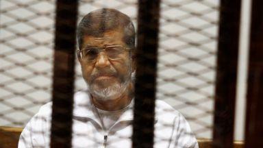 Египетският екслидер Мохамед Морси беше погребан, след като издъхна в съдебната зала