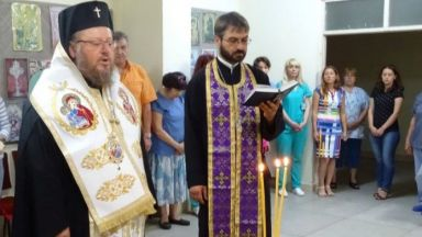 """Обновиха параклиса """"Св. св. Козма и Дамян"""" в болница """"Канев"""""""