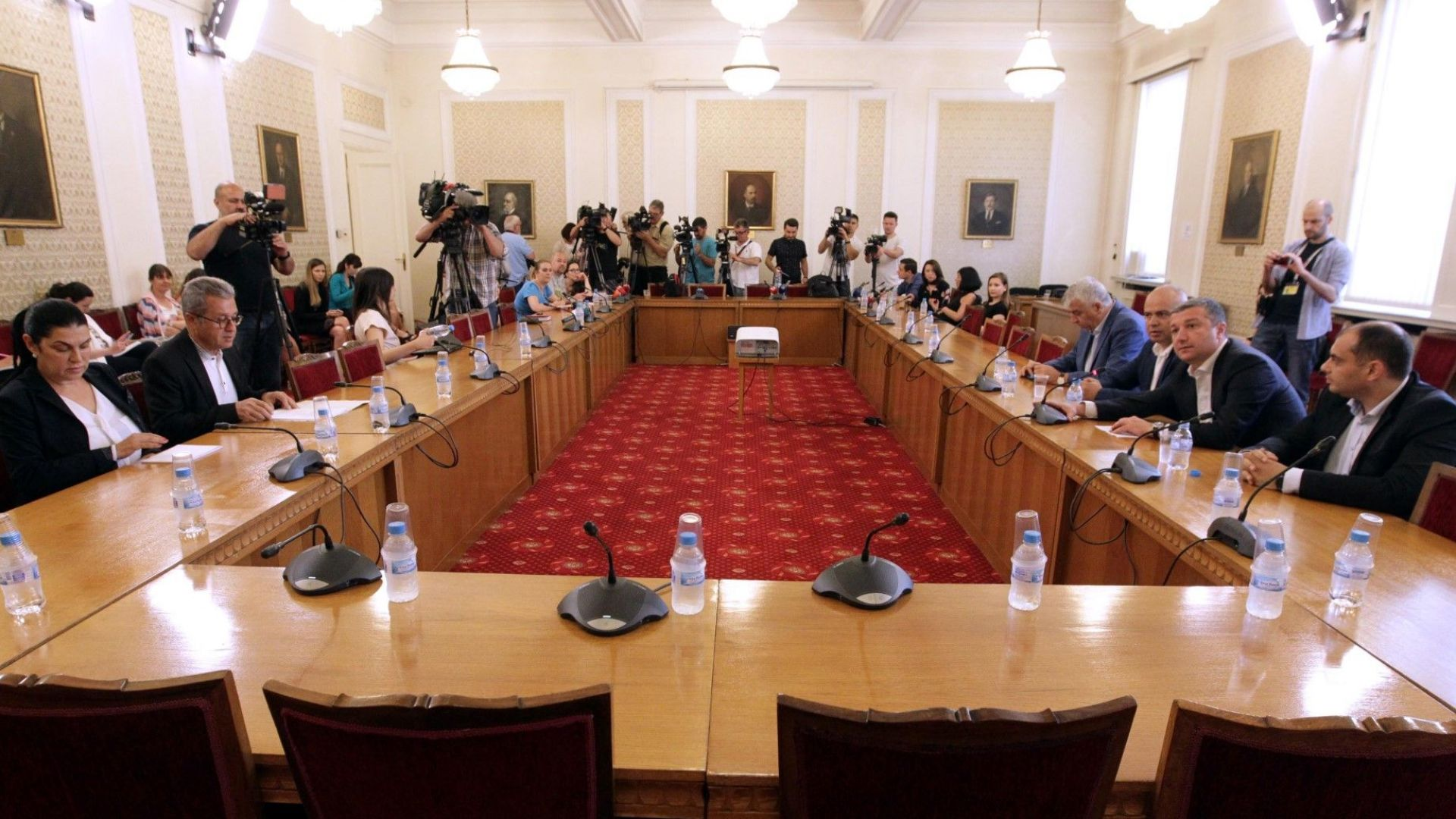 За финансиране на политическия живот от бюджета настояха депутатите от