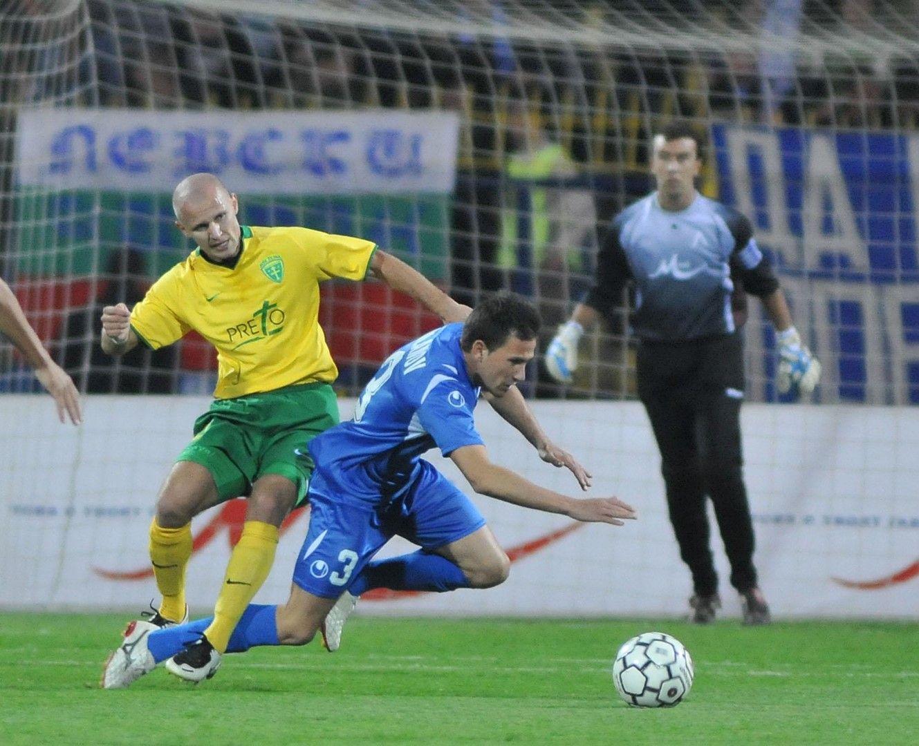 """Момент от мача Левски - Жилина (0:1), през 2008 г. И днес Живко Миланов (на снимката) е футболист на """"сините"""""""