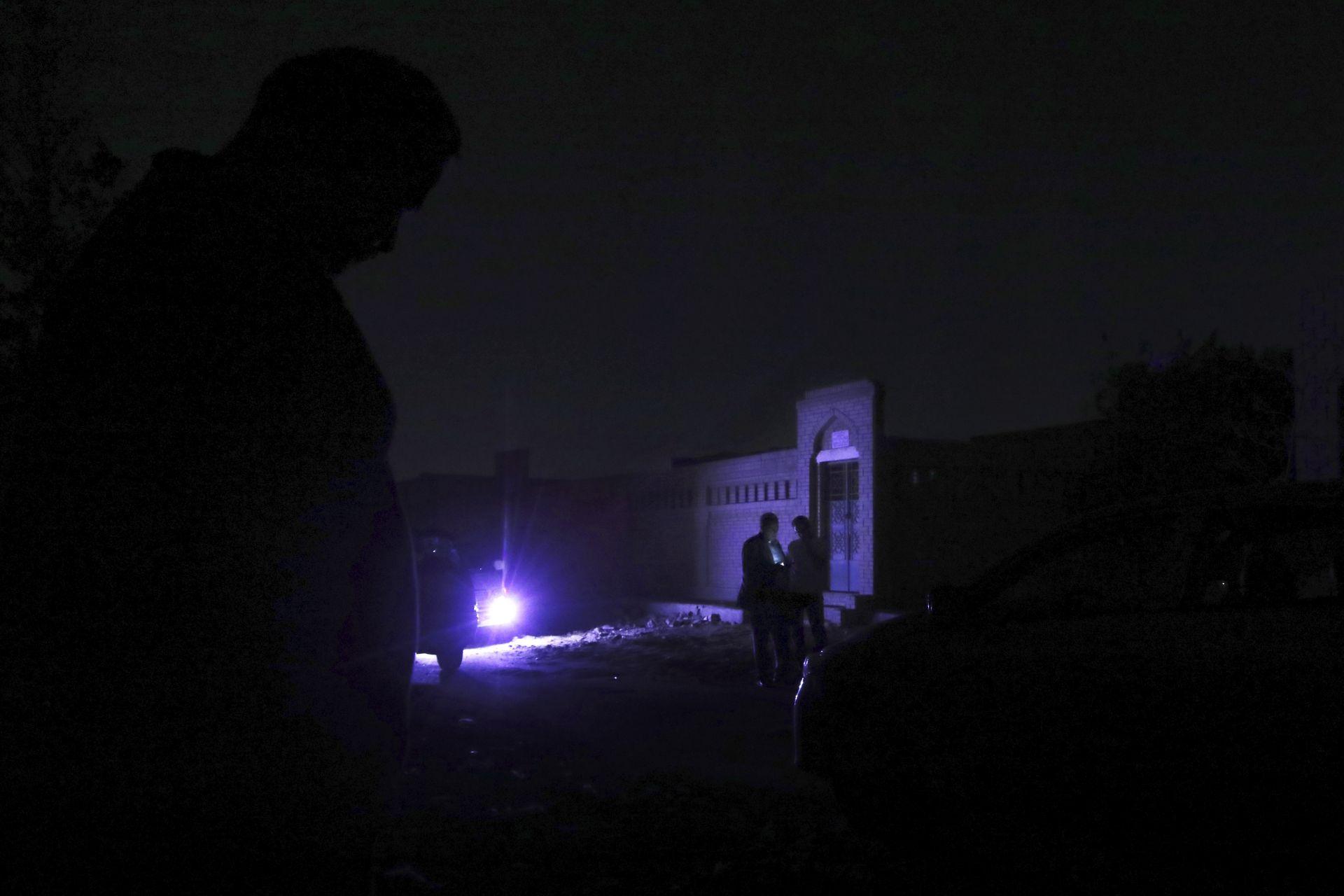 Морси беше погребан през нощта в присъствието на своето семейство