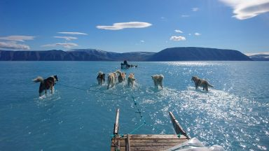 Бързото топене на ледниците в Гренландия чертае бъдещето на нашата планета