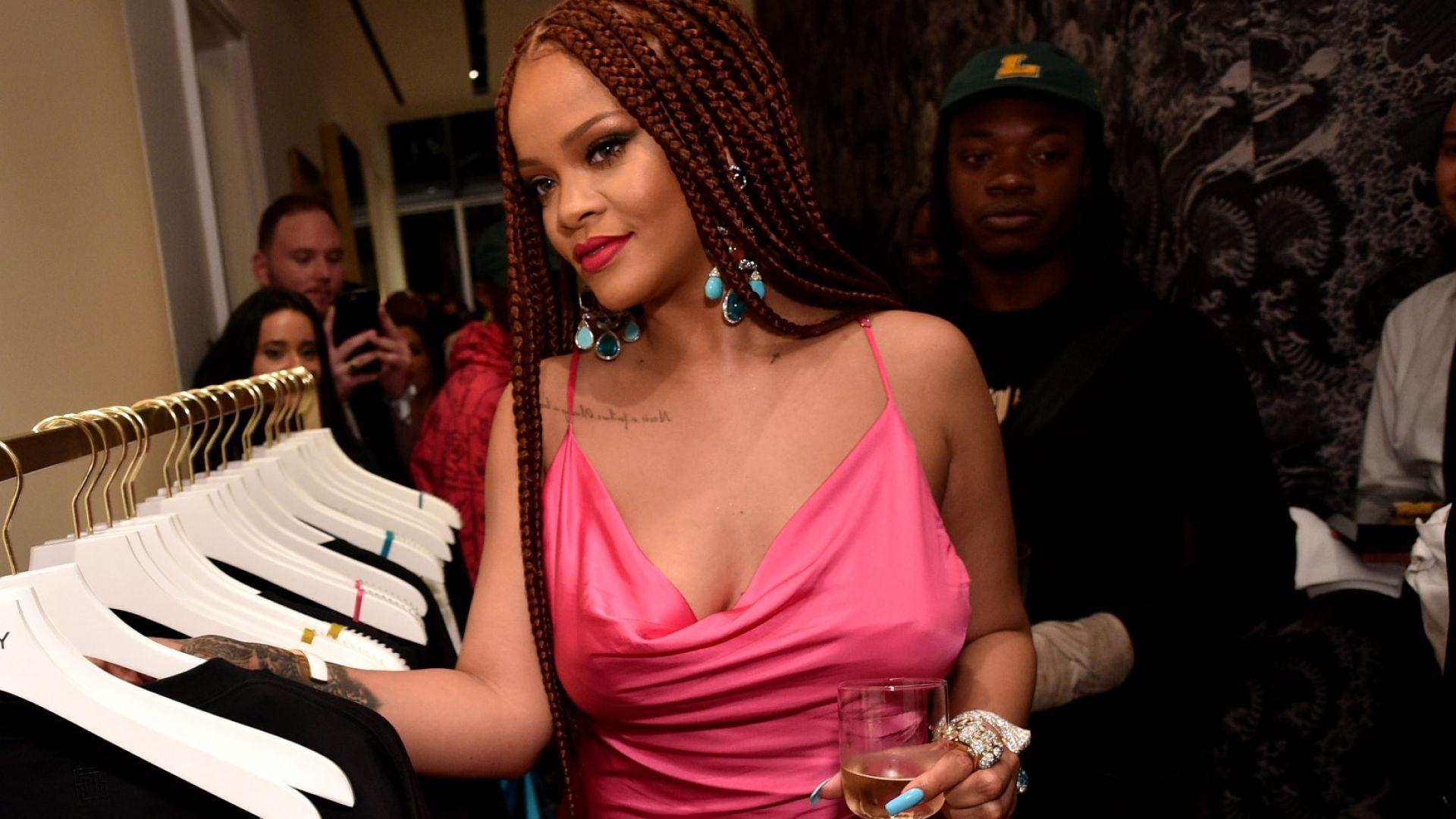 Риана откри временен бутик на модната си марка в Ню Йорк