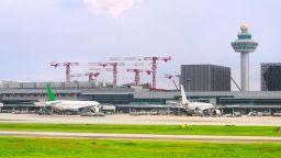 Дронове блокираха полети от основното летище в Сингапур