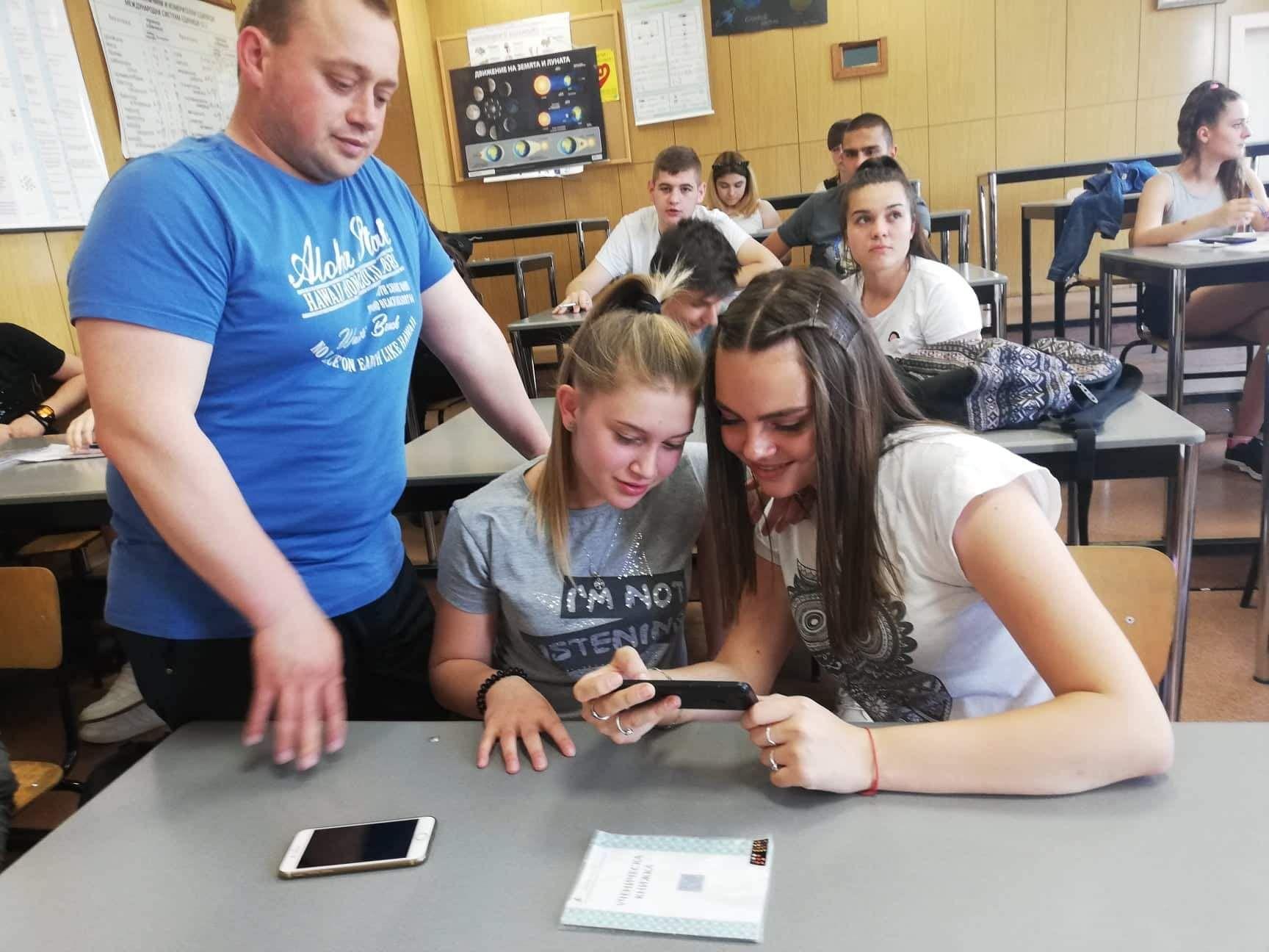 Според Владимир Донов, мобилните устройства могат да бъдат средство за надграждане на знания