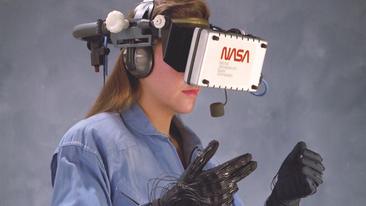 НАСА експериментира с виртуалната реалност в края на 80-те и началото на 90-те