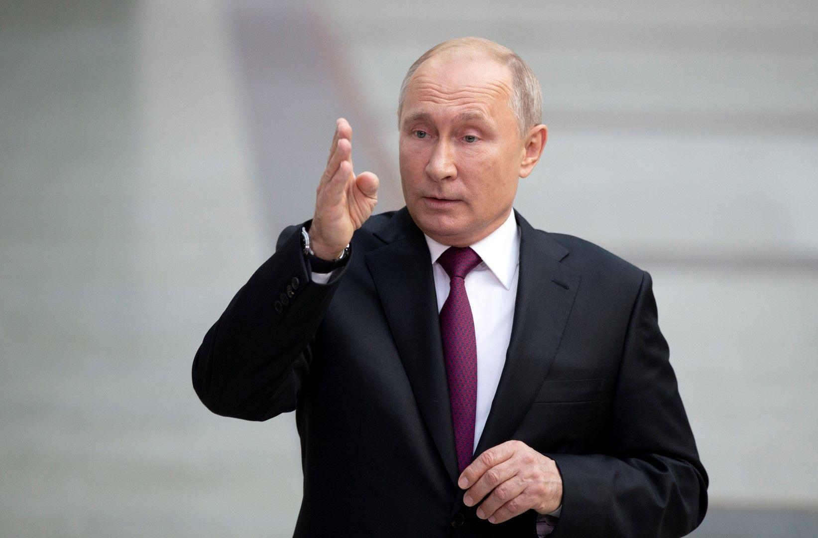 Владимир Путин отговаря на въпроси на журналисти след пряката линия