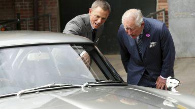 "Принц Чарлз посети снимачната площадка на ""Джеймс Бонд"""