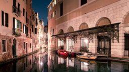 Ще се влюбите в нощна Венеция
