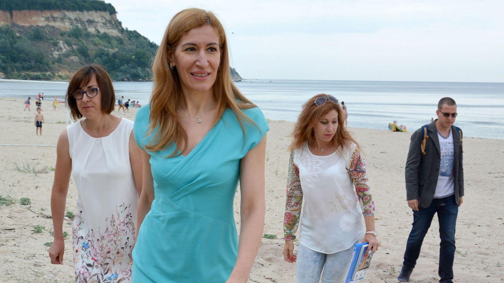 "Ангелкова сезира прокуратурата за бариерата на плаж ""Русалка"""
